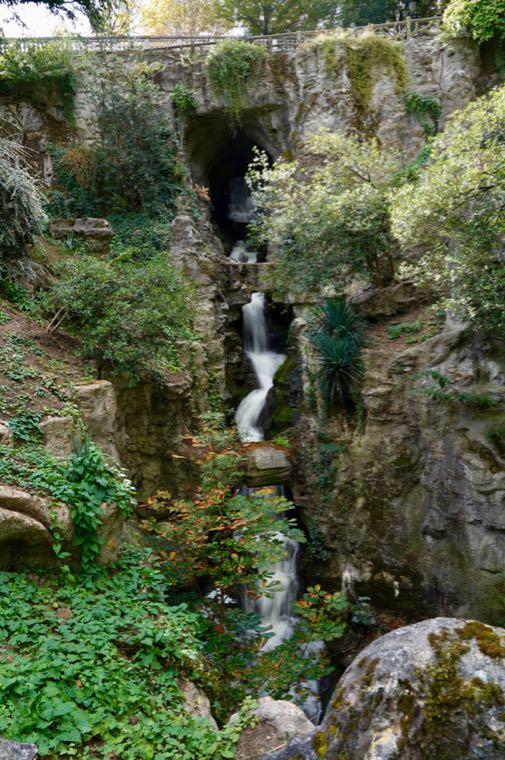 Parc des Buttes-Chaumont Waterfall